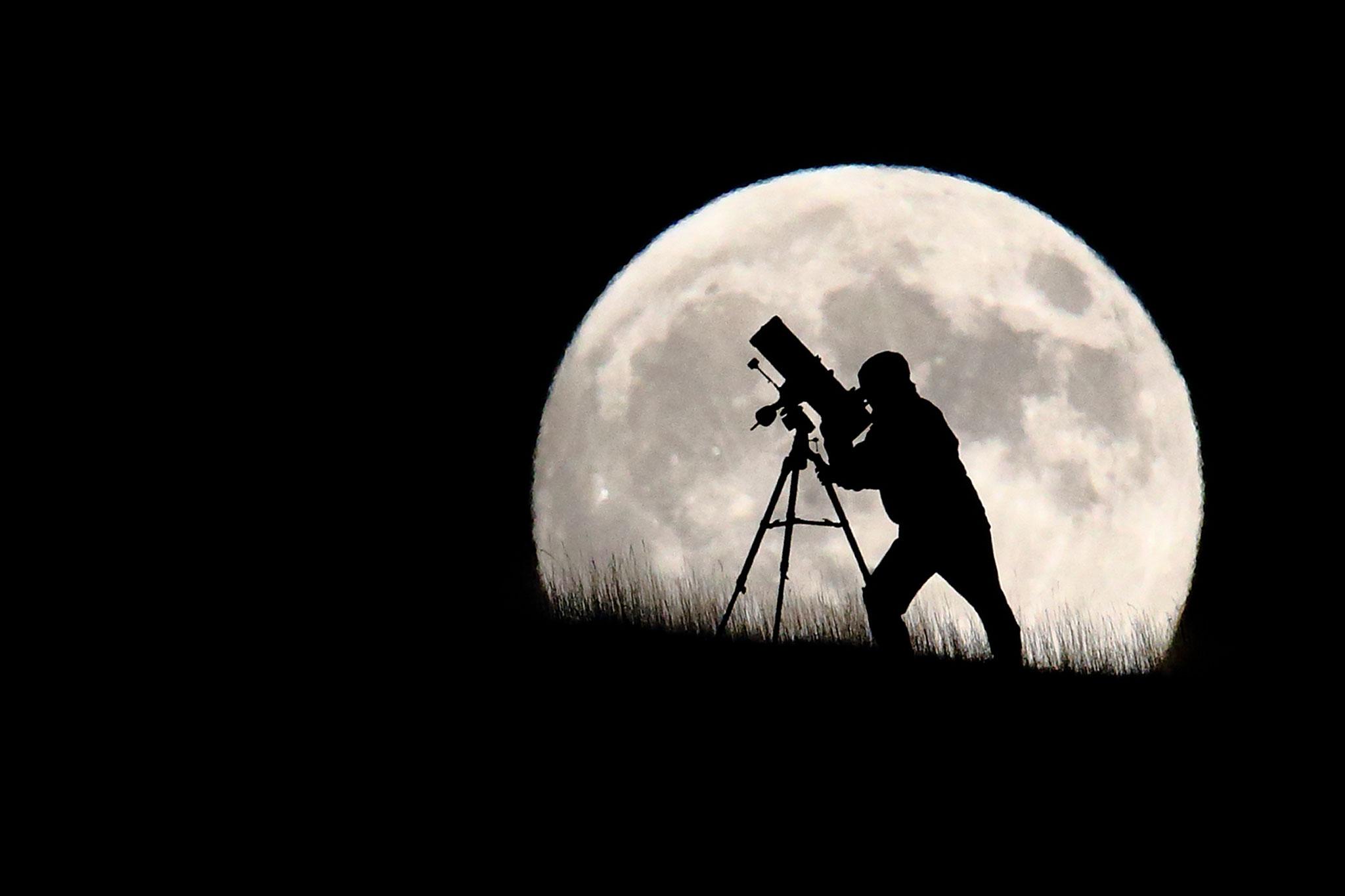 vacanta suprema pe luna