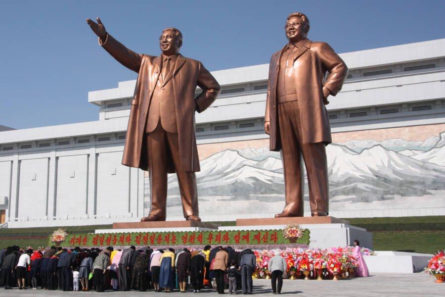 In Coreea de Nord, o mama care si-a salvat copiii dintr-un incendiu este pasibila de inchisoare pentru ca nu a salvat tablourile cu Kim Jong Il si Kim Il Sung