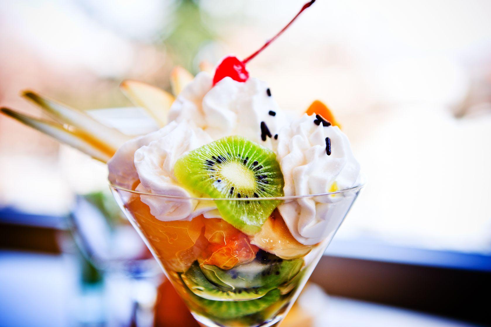 salata de fructe cu rom
